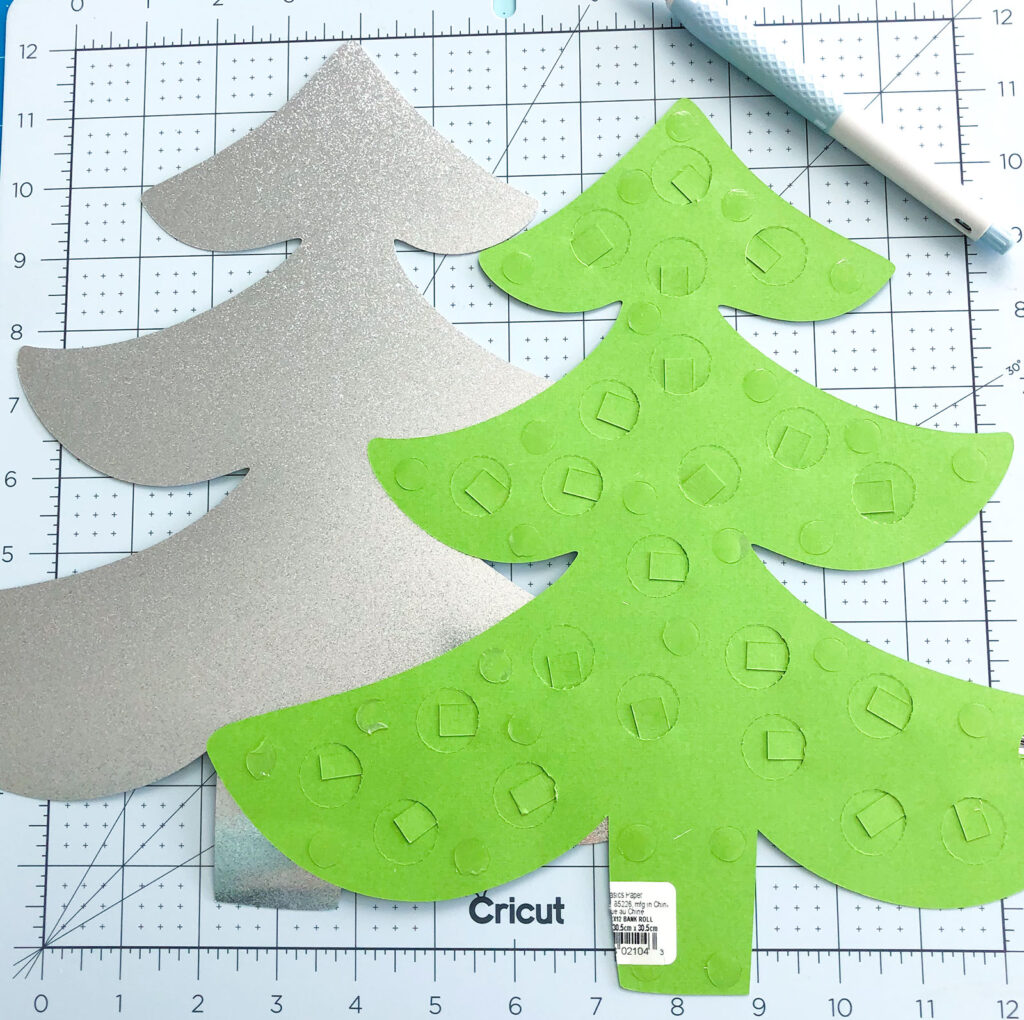 Personalized Christmas Countdown featured by top US craft blog Ameroonie Designs: image of simplified countdown tree and backing.