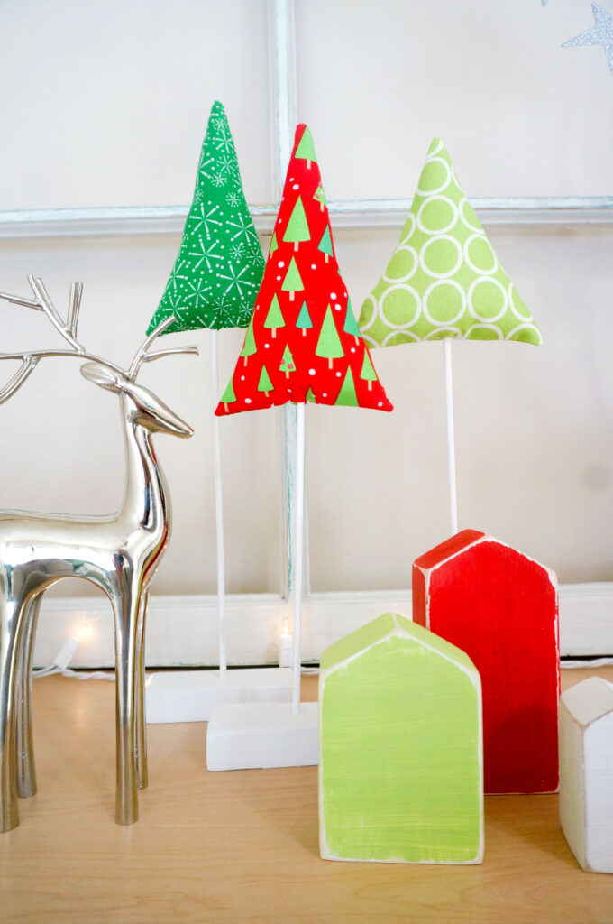 Fabric Tree tutorial by top US sewing blog Ameroonie Designs: image of fabric trees with deer and small wood houses.