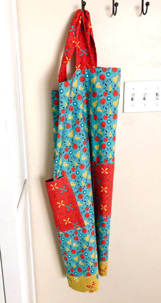 Crossback Apron Tutorial by Top US sewing blog Ameroonie Designs: image of apron