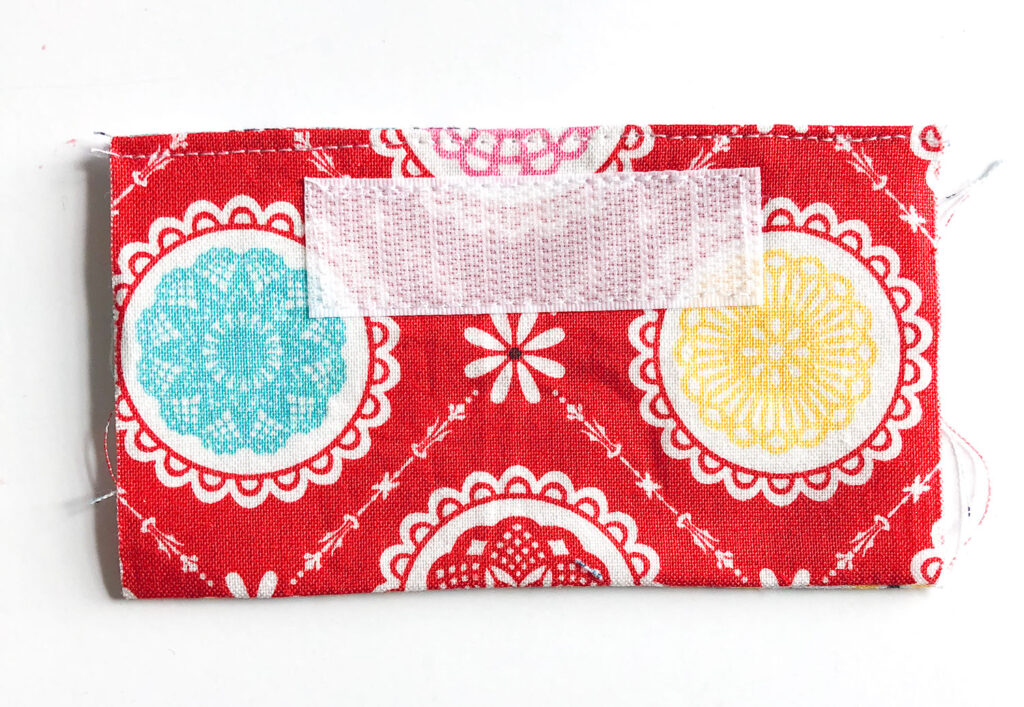 Mini Wallet Tutorial by Top US sewing blog Ameroonie Designs. Image of: preparing pocket for wallet.