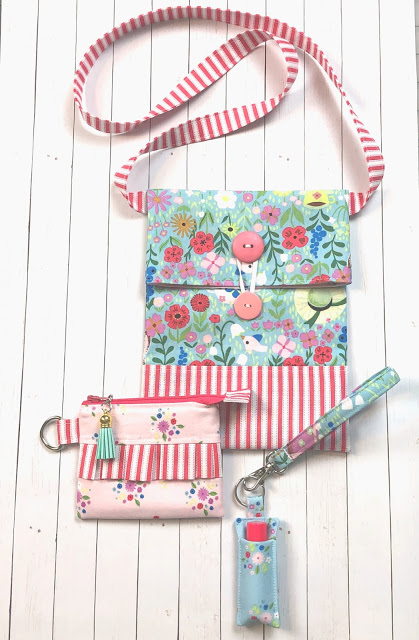 How to Sew a Small Sling Bag for Kids, a tutorial featured by top US sewing blog, Ameroonie Designs: use elastic to create a closure