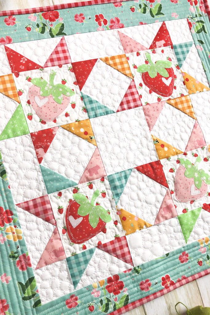 Strawberry Springtime mini quilt free pattern by top US sewing blog Ameroonie Designs. Image of close up of sawtooth star blocks in mini quilt.